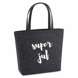 vilten-tas-bedrukt-super-juf-leerkacht-juffrouw-lerares-basischool-big-shopper-boodschappen-boodschappentas-donkergrijs